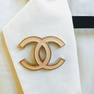 💯 CHANEL Interlocking CC Brooch